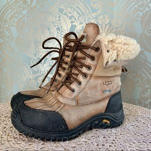 UGG Winter Lace Up Adirondack Boots Suede Leather